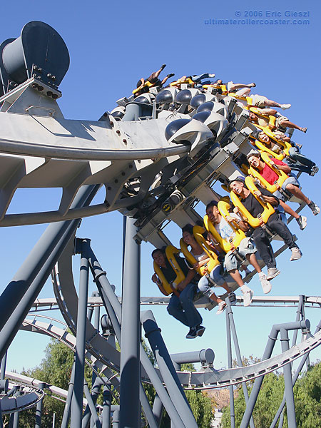 Decapitation at Batman ride in Six Flags | The Trailing ...
